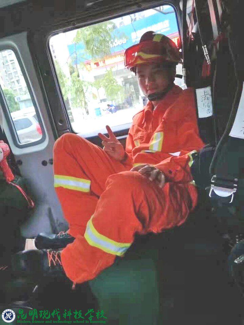 成为一名优秀的消防战士,报效祖国,为校争光!
