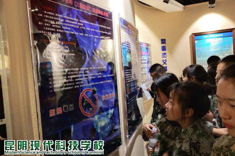 <b>感受法制的文明 昆现组织全体师生赴安宁少管所接受警示教育</b>