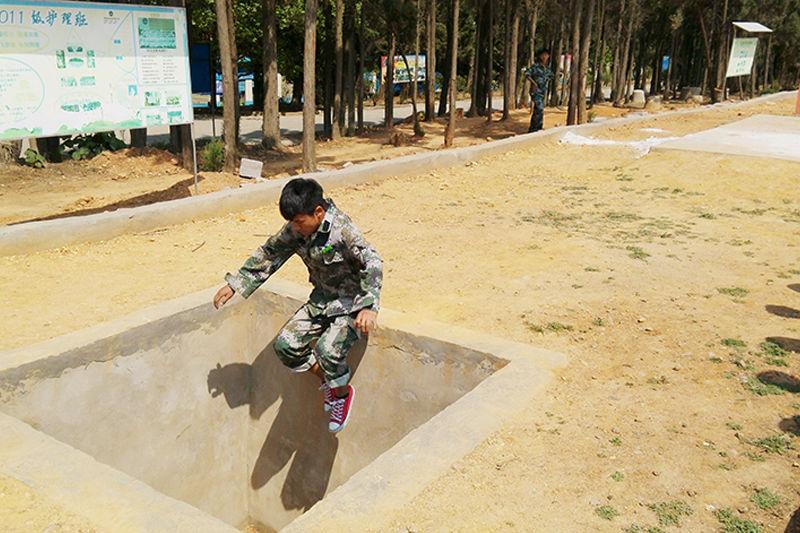 400米军事障碍训练